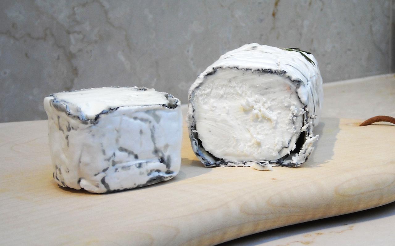Buy Bosworth Ash Goats Cheese Log At Pong Cheese
