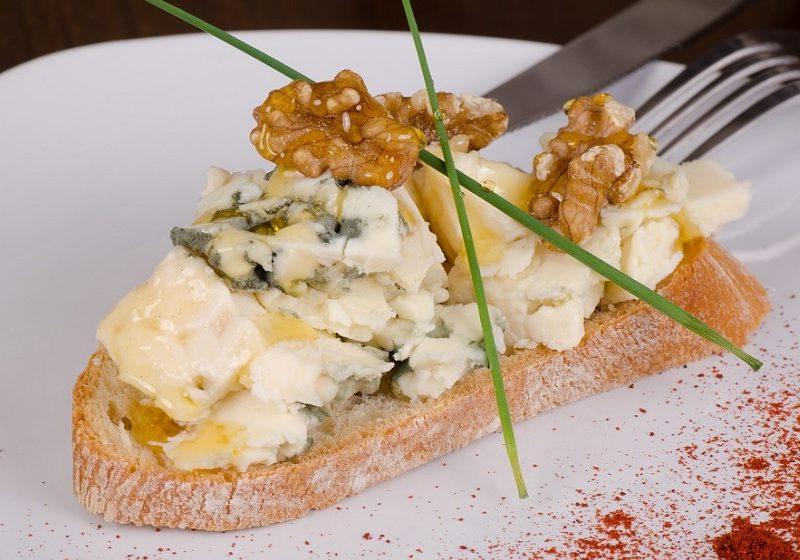 Blue cheese Rarebit