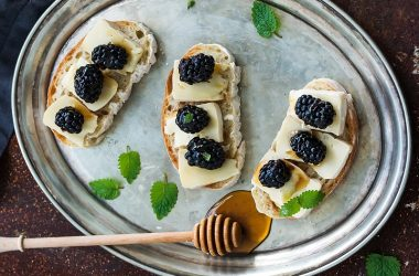 Brushetta with Brie, Blackberries and Honey